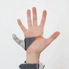 Three Thumbs, Way, Way Up! #hardware #wearablehacks #augmentation #bluetooth #hand