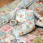 Kırkyama Battaniye Yapımı 3 Crochet Quilt, Quilt Sets, New Moms, Baby Quilts, Drawstring Backpack, Jeans, Great Gifts, Fabric, Amigurumi