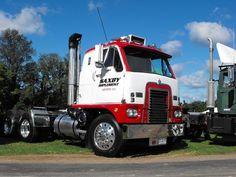 International Emeryville Big Rig Trucks, Semi Trucks, Cool Trucks, Custom Big Rigs, Custom Trucks, International Harvester Truck, White Truck, Large Truck, Cab Over