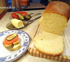 Kiedy po domu rozchodzi się niesamowity zapach swojskiego pieczywa, człowiek czuje się szczęśliwy i bezpieczny. To kolejny prosty przepis na wyjątkowo smaczny chlebuś, do którego wystarczy podać, popularne latem małosolne lub ulubiony dżem. Składniki