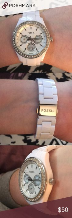 Fossil watch Beautiful white Fossil Watch! Only worn a few times and is in perfect condition! Fossil Accessories Watches