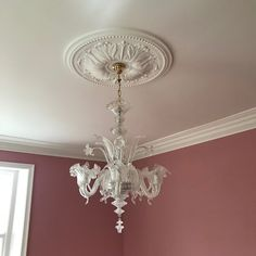 The largest Swan Neck plaster coving in our range with a drop. The classic Victorian cornice design, which looks as good now as it did then. Plaster Ceiling Rose, Plaster Ceiling Design, Plaster Coving, Molding Ceiling, Ceiling Decor, Victorian House Interiors, Victorian Homes, Coving Ideas, Cornices Ceiling