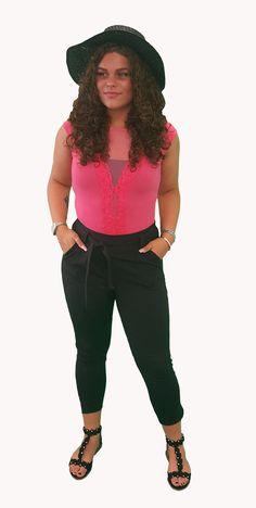 Scoor de complete outfit Pink On Black inclusief 10% korting voor maar € 89,95 compleet met body, broek, schoenen en hoed. GRATIS VERZENDING!!