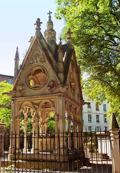 Abelard and Eloise's Grave, Père Lachaise Cemetery, 6 Rue du Repos, Paris XX Paris France, Paris Paris, Paris Travel, France Travel, Père Lachaise Cemetery, Image Paris, Old Cemeteries, Graveyards, Cemetery Art