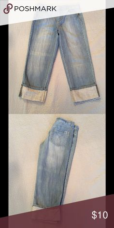 Calvin Klein capris Size 8 Calvin Klein Capri jeans from a friends closet. In great shape. RN 36009 Calvin Klein Jeans Jeans Ankle & Cropped