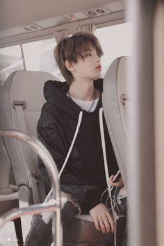 Korean Boys Hot, Pretty Korean Girls, Justin Love, Chinese Babies, Justin Huang, Boy Idols, Beautiful Men Faces, Anime Hair, First Novel