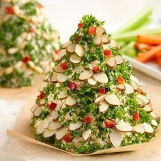 Christmas Tree-Shaped Cheese Ball #appetizer