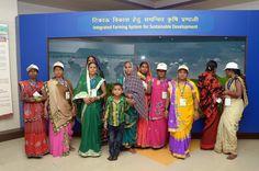 इंदिरा गांधी कृषि विश्वविद्यालय के संग्रहालय में पारंपरिक घरेलू वस्तुओं का संग्रह देख बिलासपुर जिले के पंचायत प्रतिनिधि बेहद प्रसन्न हुए। संग्रहालय में सूपा, ओखली, ढेकी, मिट्टी के घड़े, जांत आदि अवलोकन प्रतिनिधियों ने किया। विभिन्न आयुर्वेदिक पौधों से तैयार तेल मिश्रण की प्रदर्शनी का अवलोकन किया। फल-सब्जियों की प्रतिकृति ने उन्हें बेहद लुभाया।