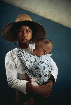 Eve Arnold | China. Mother and Child. 1979.