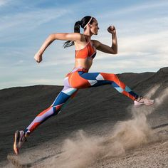 FitterUs Fitness Weight Loss and Nutrition Portal Running Fashion, Sport Fashion, Fitness Fashion, Style Photoshoot, Fitness Photoshoot, Running For Beginners, Poses References, Dynamic Poses, Action Poses