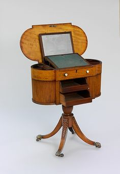 1805-1815 American (New York) Work table (shown open) at the Metropolitan Museum of Art, New York