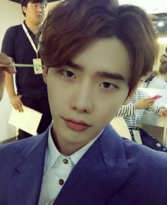 Lee Jong Suk says that his favorite celebrities of the moment are...