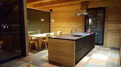Novy Flat'line 7655, realizace Alin - moderní byt Kitchen Island, Kitchens, Flat, Home Decor, Bell Jars, Exhaust Hood, Ceilings, Island Kitchen, Bass