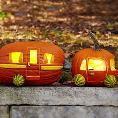 Just in time for Halloween—free pumpkin carving stencils! Use our pumpkin patterns to create cute or creepy jack-o'-lanterns, dog breed designs, and more! Plus, beginners can learn pumpkin carving basics. Camping Halloween, Holidays Halloween, Happy Halloween, Creepy Halloween, Halloween Inspo, Halloween Images, Halloween 2018, Halloween House, Vintage Halloween