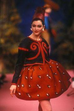* Christian Lacroix, défilé haute-couture, printemps-été 1988 © Guy Marineau