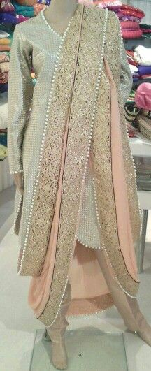 modern khada duputta Pakistani Fashion Casual, Pakistani Outfits, Indian Outfits, Indian Fashion, Khada Dupatta, Dulhan Dress, Bridal Dupatta, Pakistani Couture, Pakistani Bridal