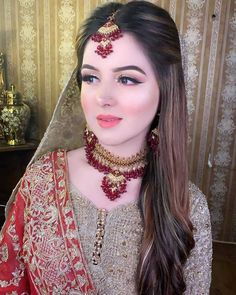 Makeup Artist in Delhi: top 20 latest air brush makeup images Pakistani Bridal Hairstyles, Pakistani Bridal Makeup, Bridal Mehndi Dresses, Pakistani Wedding Outfits, Wedding Dresses For Girls, Bridal Outfits, Bridal Makeup Looks, Bridal Looks, Bridal Style