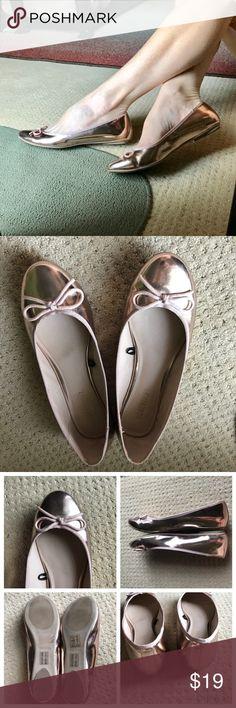 ROSE GOLD FLATS ballet shoes mirrored SZ 8.5/9 Lovely rose gold ballet flats in a mirrored patent, grosgrain trim, and bow toe. Marked as a 9, fits a 8.5 better. So pretty!..the color of the season!  J6 Forever 21 Shoes Flats & Loafers
