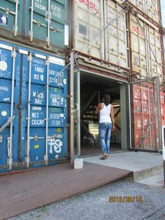 that can be good way to recycle containers at the habor for example Shipping Container Conversions, Shipping Container Buildings, Shipping Container Homes, Shipping Containers, Container Coffee Shop, Container Cafe, Tropical Architecture, Container Architecture, Recycling Containers