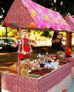 Decoração de festa junina: 90 ideias coloridas e criativas Gingerbread, Diy And Crafts, Patio, Outdoor Decor, Junho, Home Decor, Shapes, Homemade Home Decor, Yard
