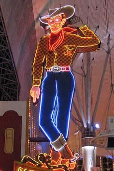 Vegas Vic, Pioneer Club in Las Vegas, Nevada. Perhaps the most famous neon sign of all (? Wyoming, Cowboys Sign, Neon Licht, Old Vegas, Neon Moon, Vintage Neon Signs, Fremont Street, Roadside Attractions, Roadside Signs