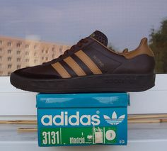 Rare - Madrids in Chocolate/Coffee leather with a black sole similar to a Trab or Munchen sole