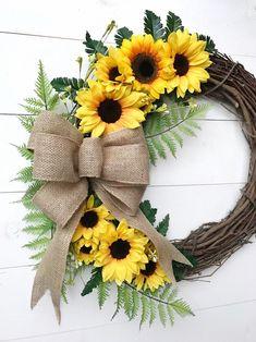Sunflower burlap wreaths - Sunflower Wreath with Burlap Bow Door Wreath with Sunflowers Year Round Front Door Wreath Farm Wreath Crafts, Diy Wreath, Mesh Wreaths, Holiday Wreaths, Wreath Ideas, Wreath Burlap, Tulle Wreath, Wreath Bows, Wreath Making