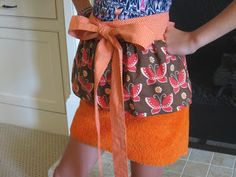 Easiest Ever Towel Apron... the perfect holiday hostess gift!