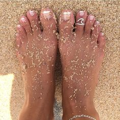 J& 336 fois, 14 commentaires - Sea Kissed By Kris , Cute Toes, Pretty Toes, Cute Jewelry, Jewelry Accessories, Glass Jewelry, Body Jewelry, Jewelry Rings, Wave Ring, Foot Toe