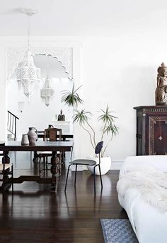 Beautiful Melbourne House with Exotic Home Decor - reminds me of modern Moroccan Modern Moroccan Decor, Moroccan Interiors, Moroccan Design, Moroccan Style, Exotic Homes, Melbourne House, Deco Design, Blog Design, Design Design