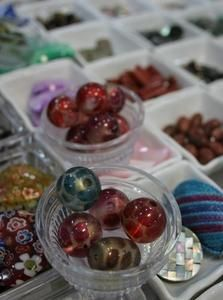 How to Make Recycled Glass Into Glass Beads