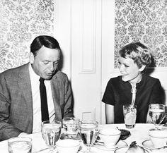 Mia Farrow and Frank Sinatra, sixties love. Old Hollywood Stars, Golden Age Of Hollywood, Classic Hollywood, Joey Bishop, Sammy Davis Jr, Music Happy, Mia Farrow, Vintage Couples, Star Family
