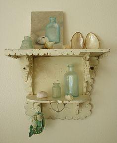 beachy-themed shelf