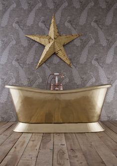 Beautifully proportioned with classic styling the Bateau Bath is available in a brass, copper and nickel finish. Cast Iron Bath, Copper Bath, Roll Top Bath, Brass Bathroom, Luxury Bath, Stone Tiles, Nickel Finish, Bathroom Furniture, Polished Nickel