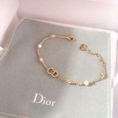 Dior Jewelry, Cute Jewelry, Luxury Jewelry, Gold Jewelry, Jewelery, Jewelry Accessories, Fashion Accessories, Fashion Jewelry, Fashion Ring