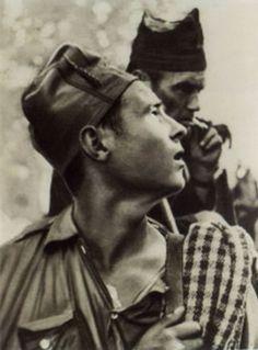 Fotografía realizada por Gerda Taro en la Finca de Villa Alicia el 5 de Septiembre de 1936, aproximadamente a las 12:30 h del mediodía.     Esta imagen aparece en el libro La Lucha del Pueblo Español por su Libertad de A. Ramos Oliveira, editado por la Embajada Española en Londres en 1937.