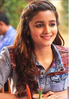Alia bhatt hairstyles to try Indian Bollywood Actress, Beautiful Bollywood Actress, Beautiful Indian Actress, Indian Actresses, Bollywood Girls, Bollywood Stars, Bollywood Fashion, Beautiful Actresses, Indian Celebrities