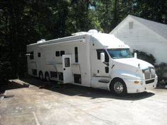 2005 Kenworth Motor Home- heavy duty-wow. My brother would love this!