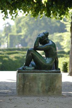 Sculpture, Jardin Luxembourg, Paris