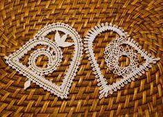 Výsledek obrázku pro paličkování podvinky-vánoce Lace Heart, Lace Jewelry, Bobbin Lace, Lace Detail, Crochet Earrings, Butterfly, Knitting, Christmas, Advent