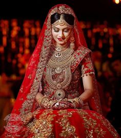This app includes a collection of best handpicked Indian Bridal Dresses. Indian Bridal Photos, Indian Bridal Outfits, Indian Bridal Fashion, Indian Bridal Makeup, Indian Bridal Wear, Bridal Dresses, Dress Wedding, Wedding Heels, Gift Wedding