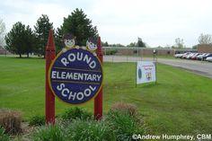Local 4 News Meteorologist Andrew Humphrey, CBM visits Round Elementary School in Hartland, Michigan on May 11, 2004.