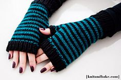 Knitted striped mitts