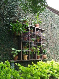 Suporte para vasos de plantas.