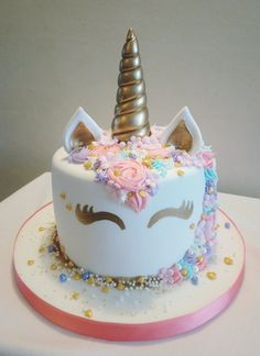 Bowl cake with blackberries and faisselle - HQ Recipes Unicorn Themed Birthday, Birthday Cake Girls, Unicorn Birthday Decorations, Unicorn Party, Bowl Cake, Salty Cake, Girl Cakes, Savoury Cake, Pretty Cakes