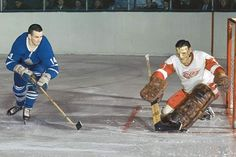 Dave Keon of the Maple Leafs tries to slip a backhand past Terry Sawchuk of the Detroit Red Wings Original Six, Hockey Hall Of Fame, Red Wings Hockey, Hockey Games, Nfl Fans, Team Player, Detroit Red Wings, Nhl, Old School