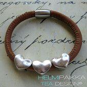 Kaneli sydämillä 25€ Kaneli, Leather Jewelry, Jewellery, Tea, Bracelets, Charm Bracelets, Jewels, Jewelry Shop, Jewelry