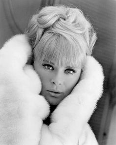 Happy birthday today to Elke Sommer. She turned 79 on Hollywood Glamour, Classic Hollywood, Old Hollywood, Hollywood Style, Classic Actresses, Beautiful Actresses, Actors & Actresses, Vintage Glamour, Vintage Style