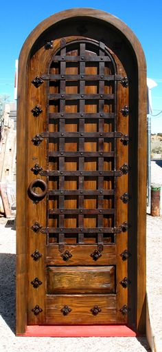 Love this door. It looks very old English, Knight of the Roundtable Chic. I want one!!!