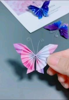 Easy Paper Crafts for Kids and Adults - Here we have tried to group our Paper Craft ideas by type! Origami for Kids Newspaper Crafts. Cool Paper Crafts, Paper Flowers Craft, Newspaper Crafts, Flower Crafts, Diy Paper, Origami Flowers, Easy Origami Flower, Flower Paper, Origami Butterfly